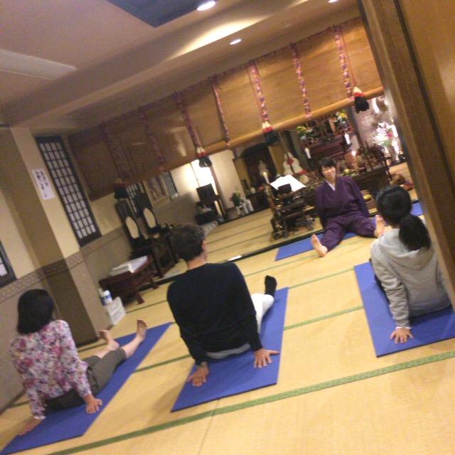 本寿院に田中健さん来院 寺ヨガの取材がありました。