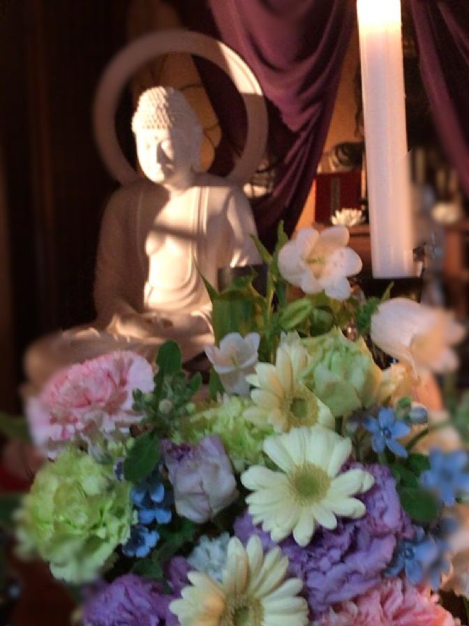 お骨仏様にお花が届きました
